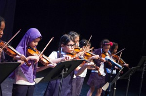 bae_violin_students_02